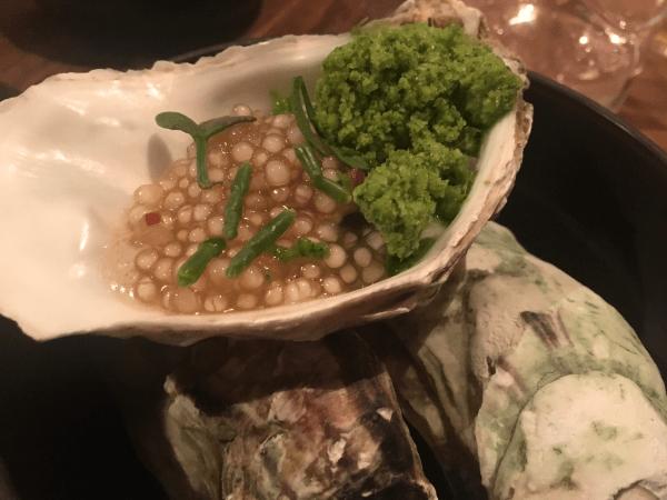 Ostrica alla brace, salmoriglio, tapioca e aceto © Goodtastesaround
