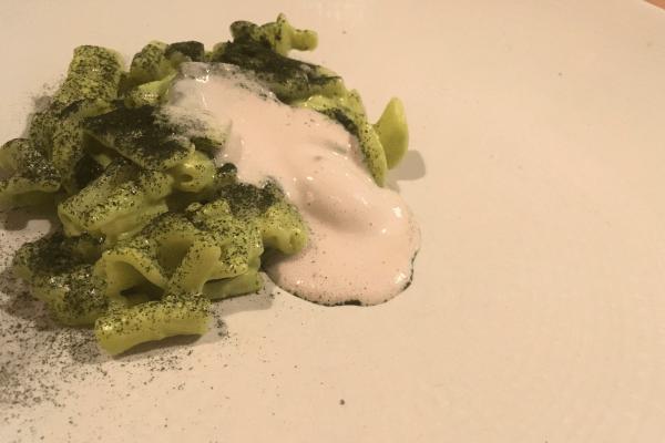 Pasta al pistacchio, polvere di shiso e gelato alle sarde © Goodtastesaround