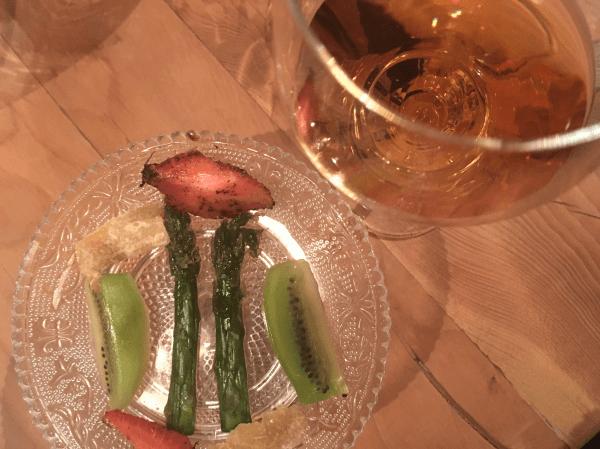 Piccola pasticceria: kiwi e melissa, fragola e caffè, zenzero candito e asparagi e zucchero © Goodtastesaround