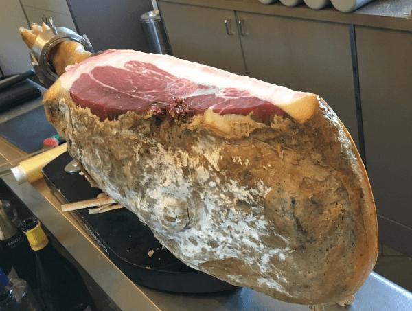 Prosciutto di Klinec, 19 kg - 54 mesi di stagionatura © Goodtastesaround